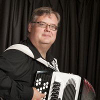 Mika Tarkkonen yhtyeineen